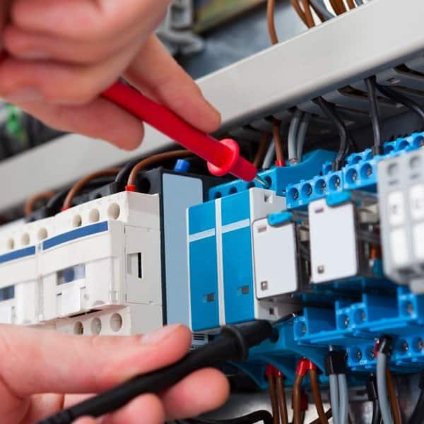 Electricité ouverte 7j/7 et 24h/24 - Electricien à Lagny (77) - Electricité Leforge et Fils